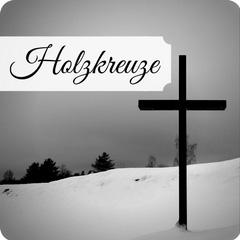 Hochertige Grabkreuze aus Holz mit persönlicher Beschriftung. Unfallkreuz, Wegekreuz, Urnenkreuz oder Übergangskreuz jetzt günstig online kaufen.
