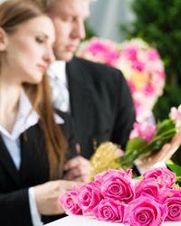 Trauergestecke und Trauerfloristik für die Trauerfeier und Beisetzung