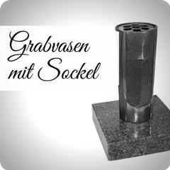 Moderne und hochwertige Grabvasen mit Sockel aus Granit, für Ihre persönliche Grabgestaltung. Stilvolle Friedhofsvasen jetzt günstig online kaufen.