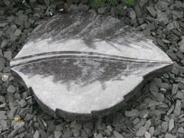 Grabstein in Blattform Liegestein Grabmal Urnenstein Urnengrabstein Blatt 40cm x 30cm x 6cm inklusive Gravur -