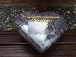 Granitherz inklusive Gravur und Stützkeil Grabstein Liegestein Urnengrabstein Herz aus Granit 40cm x 30cm x 6cm -