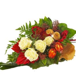 Kondolenzstrauß mit cremefarbenen Rosen