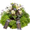 Trauerkranz mit weißen Lilien