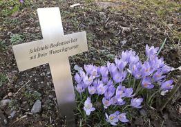 EDELSTAHL-GRABKREUZ Bodenstecker/ Gedenkschild 200x140mm (V2A)- mit WUNSCHGRAVUR
