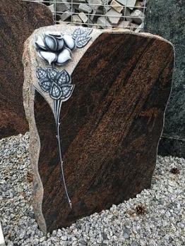Grabmal Felsen Grabstein Grabanlage Granit Naturstein Halmstad mit Ornament ROSE
