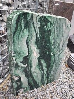 Grabmal Felsen Grabstein Granit Naturstein grün Formstein Reihengrabstein Fels