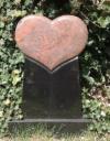 Grabmal, Grabsteine mit Sockel Herzform mit Inschrift