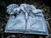 """Grabschmuck Engel auf Buch """"In lieber Erinnerung""""  Frostfest Steinguss Grab Deko"""