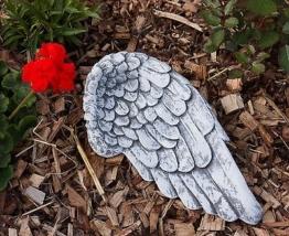 Grabschmuck Engel Flügel Frostfest Steinguss ca. 28 cm breit Grab Garten 1,8 kg