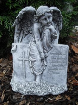 Steinfigur Grabschmuck Engel auf Buch mit Inschrift  Frostfest Steinguss Grab