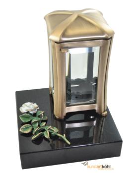 Grablaterne aus Messing mit Rose aus Bronze montiert auf Granitsockel