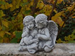 Massive Steinfigur Engelpaar Engel Grabdeko Raumdeko aus Steinguss frostfest
