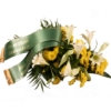 Trauerstrauß mit Lilien und Chrysanthemen in Gelb / Weiß mit Trauerschleife