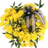 10 gelbe Chrsysanthemen mit Schleife / Trauerflor