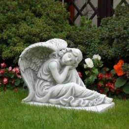 Massive Steinfigur Engel groß auf Sockel Grabdeko Gartendeko Steinguss frostfest