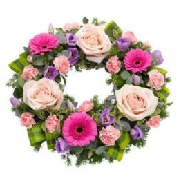 Hübscher Trauerkranz (mit Rosen)