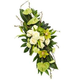 Weißes Trauergesteck (mit Rosen)