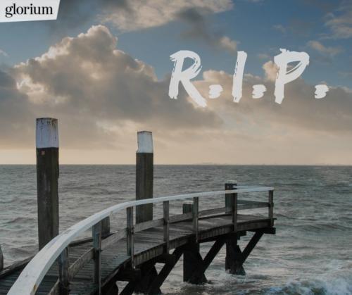 997-r-i-p-rest-in-peace-bilder-trauer-sprueche-karte-trauer-tot-beileid-gedenken-glorium-holzsteg-meer